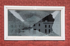 Defekter weißer Fenster-Rahmen Stockbilder