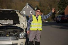 Defektes Auto, helfen erforderliches Stockfotos