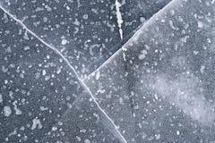 Defektes Eis auf einem See Stockbild