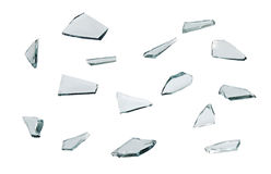 Defektes Glas mit den scharfen Stücken lokalisiert auf weißem Hintergrund Stockfotos