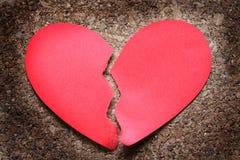 Defektes Herz auf Holz Lizenzfreies Stockbild