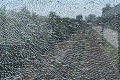 Defektes kugelsicheres Glas lizenzfreie stockfotografie