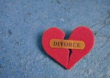Defektes rotes Scheidungsherz Stockbilder