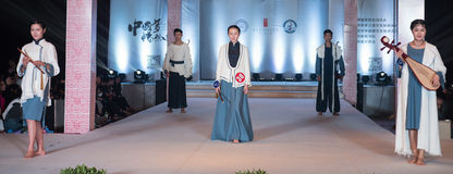 Defemte serierna av kinesiskt musikaliskt instrument-mode visar Fotografering för Bildbyråer