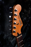 Defensa de adaptación del cuello de la guitarra Imagenes de archivo