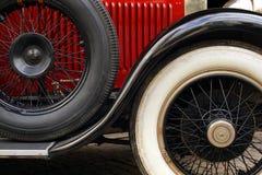 Defensa y ruedas del coche antiguo Fotos de archivo libres de regalías