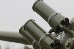 Defensiv bråterök bombarderar förlagt på behållaretornet Royaltyfria Bilder