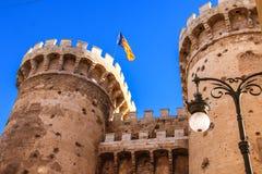 Defensiv tornkvart i den historiska mitten av Valencia royaltyfria foton