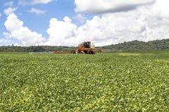 Defensive Spritzmaschine landwirtschaftlich stockfoto
