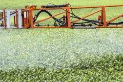 Defensive Spritzmaschine landwirtschaftlich lizenzfreie stockbilder