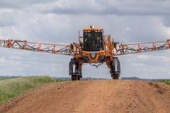 Defensive Spritzmaschine landwirtschaftlich lizenzfreies stockfoto