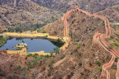 Defensive wall and water reservoir of Jaigarh Fort on Aravalli H. Ills near Jaipur, Rajasthan, India. The fort was built by Jai Singh II in 1726 to protect the Stock Images