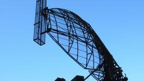 Defesa aérea de giro da antena de radar Sistemas antiaéreos móveis militares filme