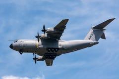 A defesa de Airbus Airbus e o espaço militares A400M Atlas quatro grandes forças armadas engined transportam os aviões F-WWMZ Fotos de Stock