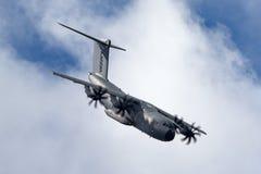 A defesa de Airbus Airbus e o espaço militares A400M Atlas quatro grandes forças armadas engined transportam os aviões F-WWMZ Imagens de Stock