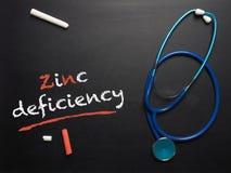 A deficiência de zinco das palavras em um quadro imagens de stock