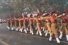 Defilee von Indien-` s nationalen Kadett-Korps ` s Damenkadetten Lizenzfreie Stockfotos