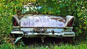 Definitieve rustende plaats van oude auto royalty-vrije stock afbeelding