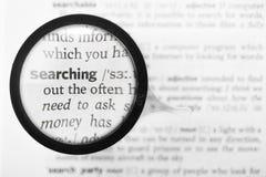 Definizione di dizionario e della lente d'ingrandimento della ricerca di parola Immagine Stock