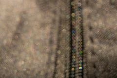 Defocus z barwionym bokeh suwaczkiem na ciemnej kurtce w makro- fotografii obraz royalty free