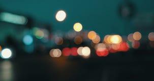 defocused光 在的被弄脏的街灯 股票视频