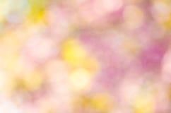 Defocused抽象五颜六色的bokeh圣诞节背景 免版税库存照片