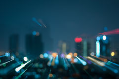 Defocused抽象城市夜点燃背景 库存图片