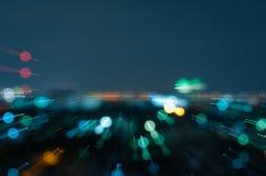 Defocused抽象城市夜点燃背景 免版税库存图片