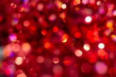 Defocused抽象红色圣诞节背景 愉快的圣诞快乐和新年 免版税库存照片