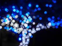 Defocused抽象蓝色圣诞节背景 库存照片