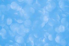 Defocused抽象蓝色点燃背景 库存照片