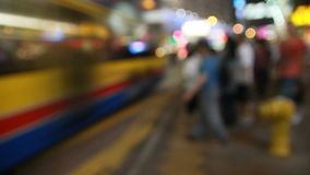 Defocused που πυροβολείται μιας άϋπνης πόλης νύχτας απόθεμα βίντεο
