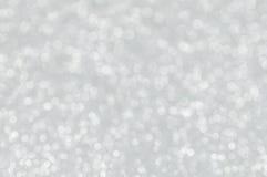 Defocused абстрактный серебр освещает предпосылку Стоковые Фотографии RF