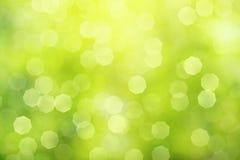 Defocused зеленая абстрактная предпосылка