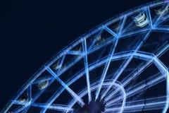 Defocused колесо ferris с красочными светами, запачкает абстрактную предпосылку amuser стоковое фото