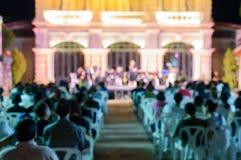 Defocused фото диапазона концерта играя в стиле классической музыки на под открытым небом стоковые изображения