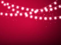 Defocused abstrakt julbakgrund Glödande girland för vektor som isoleras på röd bakgrund Royaltyfria Bilder