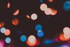 Defocused abstrakt röd och blå julbakgrund tonat Arkivfoto