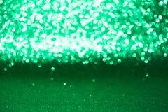 Defocused abstraktes grünes Funkeln mit bokeh Hintergrund Stockbilder