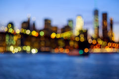 Defocused Ansicht New York City im Stadtzentrum gelegen von Brooklyn Lizenzfreie Stockfotografie