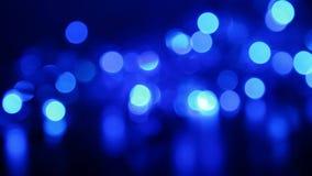 Defocused blåa ljus med bokeh, suddiga rörelseabstrakt begreppbakgrunder arkivfilmer