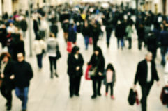 Defocused blur background of people walking Royalty Free Stock Photography