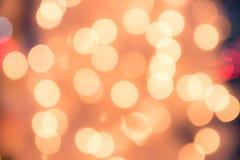 Defocused bokeh光背景圣诞节和新年Cele 免版税库存图片