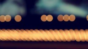 Defocused bokeh光,在夜照片的抽象背景 库存图片