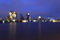 Defocused bokeh lichten van Asiatique riverfront tegen Chao Phra Royalty-vrije Stock Afbeeldingen