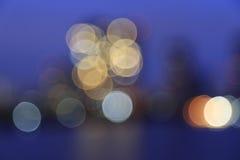 Defocused bokeh lichten van Asiatique riverfront tegen Chao Phra Royalty-vrije Stock Afbeelding