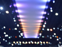 Defocused Licht und Schatten der Glühlampe des Stadiums, abstraktes backgro Stockfotos