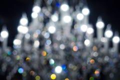 Defocused Lichter des Leuchters, unscharfer Leuchtehintergrund stockfotografie