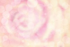 Defocused rosa färgrosbakgrund med suddig bokeh och snö flagar Arkivfoto