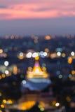 Defocused suddighetsbokehbakgrund Guld- tempel i Bangkok Thailand Arkivfoton